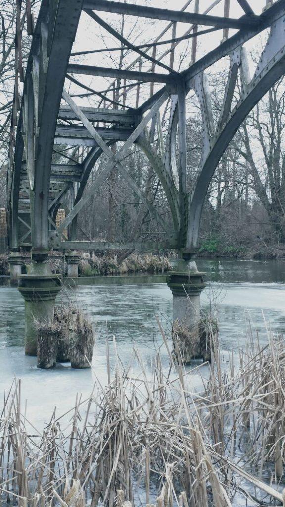 Brücke im Winter